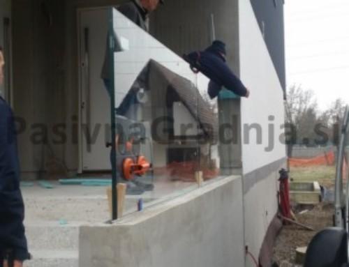 Vgradnja steklene ograje ob vhodnem stopnišču
